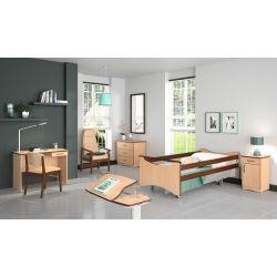 Cama eléctrica XPRIM 3 con barandillas de madera en habitación