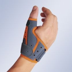 Férula inmovilizadora pulgar ambidiestra colocada en la mano